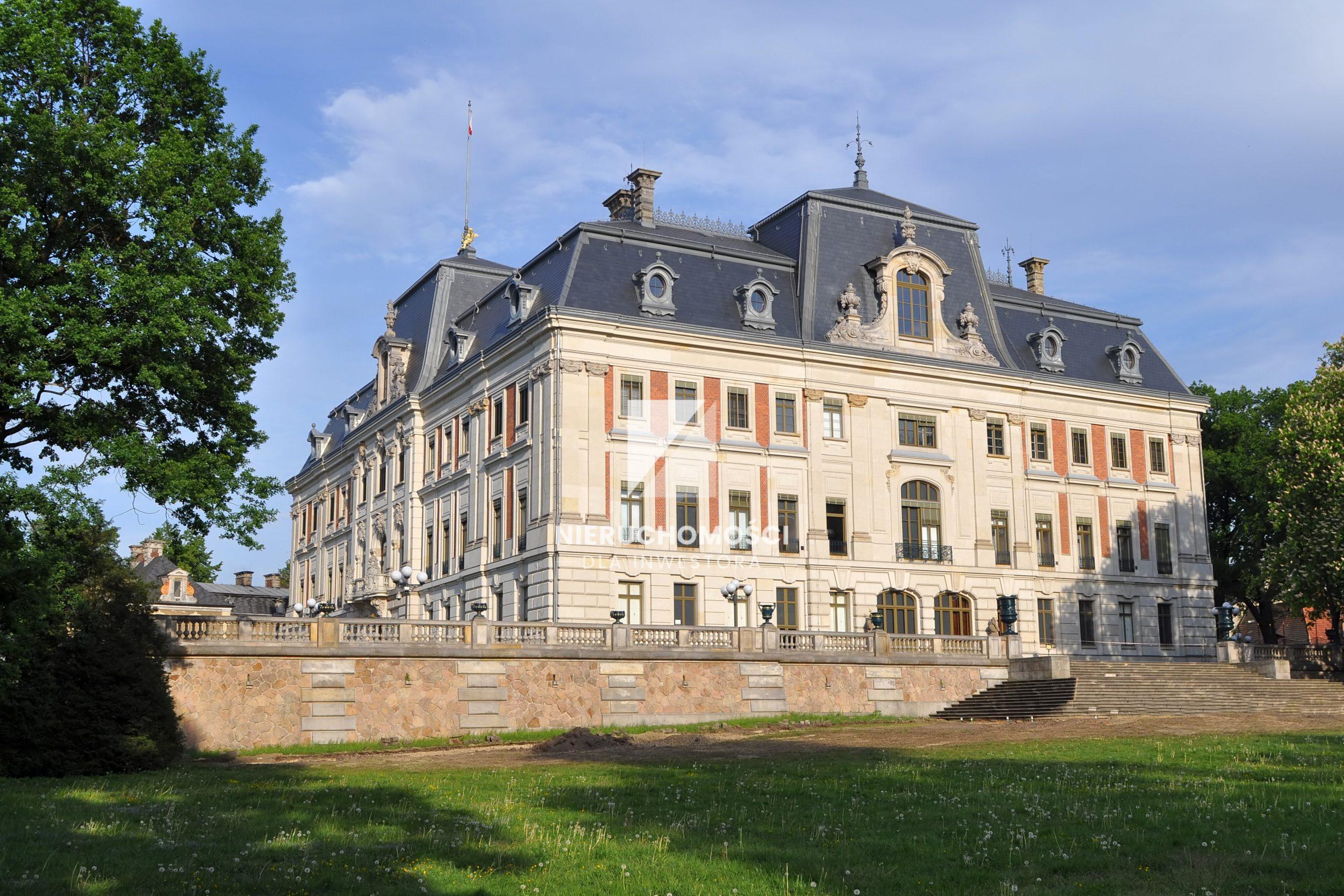 Nieruchomości zabytkowe, Dworki i Pałace